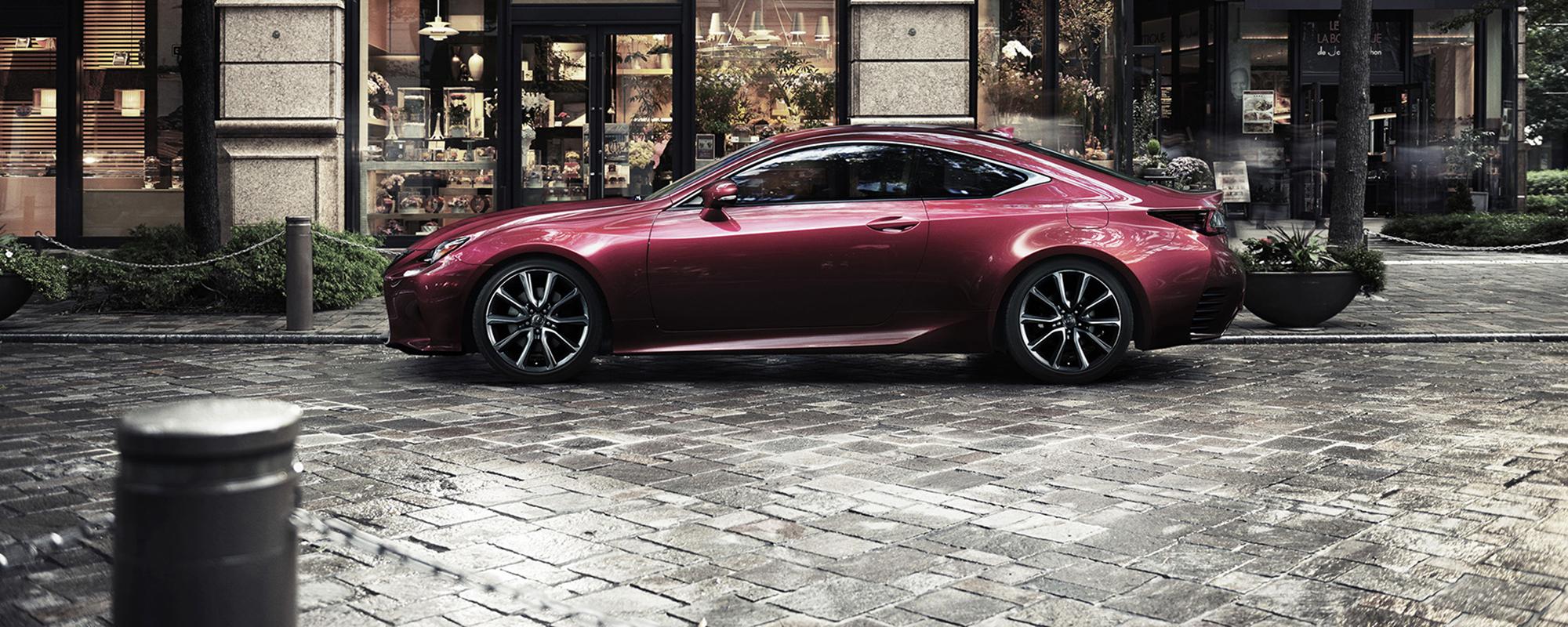 Achterwiel aangedreven Lexus RC geeft zich bloot