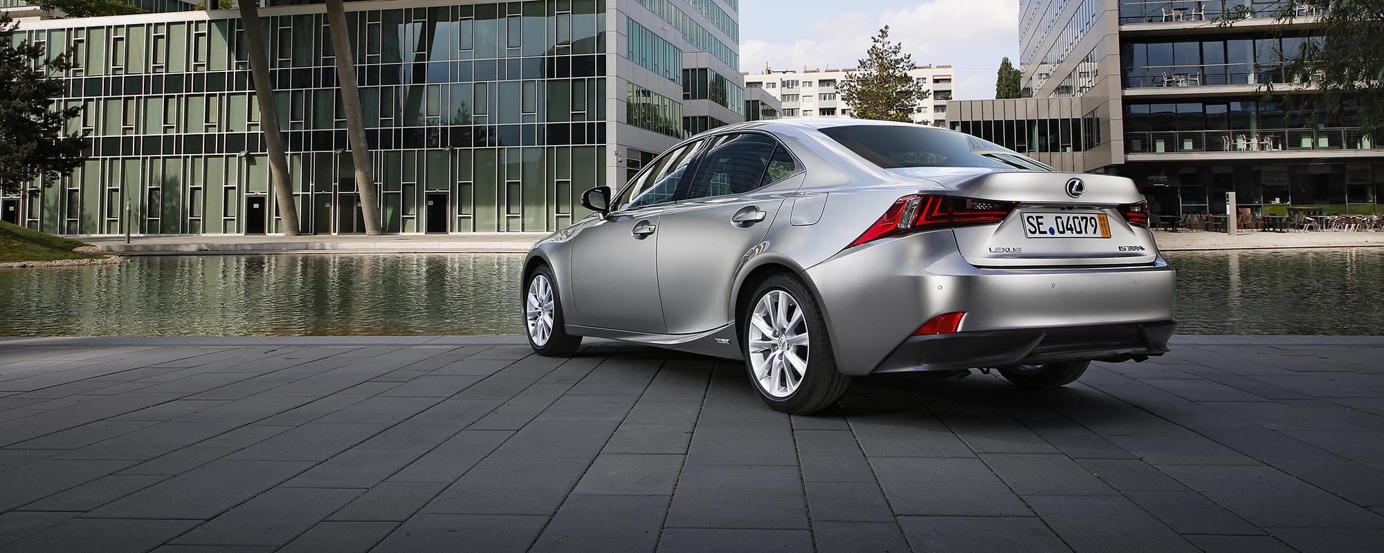 Lexus IS 300h HYBRID geeft rijden een nieuwe dimensie