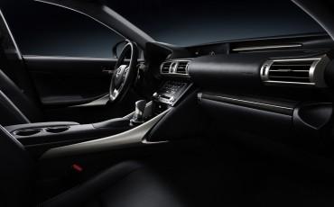 20130115_08_Lexus_IS_300h_samenspel_van_luxe_ruimte_en_rijdynamiek