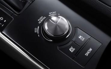 20130115_14_Lexus_IS_300h_samenspel_van_luxe_ruimte_en_rijdynamiek