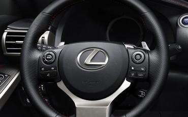 20130115_19_Lexus_IS_300h_samenspel_van_luxe_ruimte_en_rijdynamiek
