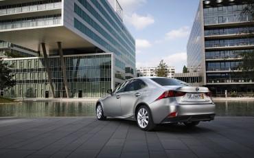 20130528_01_Lexus_IS_300h_HYBRID_geeft_rijden_een_nieuwe_dimensie