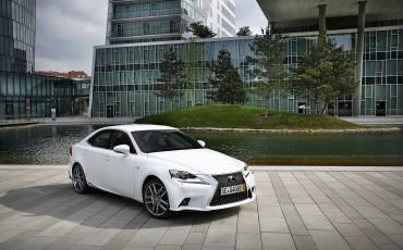 20130528_03_Lexus_IS_300h_HYBRID_geeft_rijden_een_nieuwe_dimensie