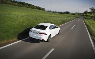 20130528_04_Lexus_IS_300h_HYBRID_geeft_rijden_een_nieuwe_dimensie