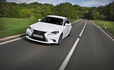 20130528_05_Lexus_IS_300h_HYBRID_geeft_rijden_een_nieuwe_dimensie