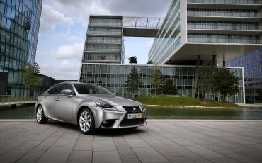 20130528_06_Lexus_IS_300h_HYBRID_geeft_rijden_een_nieuwe_dimensie