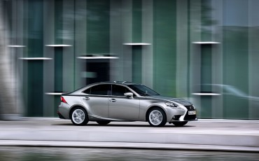 20130528_07_Lexus_IS_300h_HYBRID_geeft_rijden_een_nieuwe_dimensie