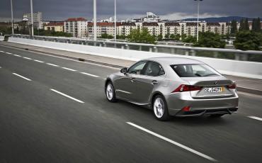 20130528_13_Lexus_IS_300h_HYBRID_geeft_rijden_een_nieuwe_dimensie