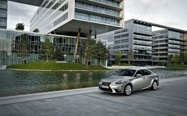 20130528_14_Lexus_IS_300h_HYBRID_geeft_rijden_een_nieuwe_dimensie