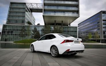 20130528_17_Lexus_IS_300h_HYBRID_geeft_rijden_een_nieuwe_dimensie