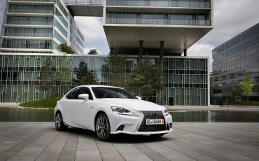 20130528_18_Lexus_IS_300h_HYBRID_geeft_rijden_een_nieuwe_dimensie