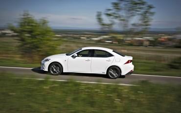20130528_19_Lexus_IS_300h_HYBRID_geeft_rijden_een_nieuwe_dimensie