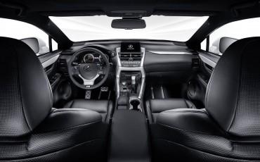 20140925-07-will_i_am-neemt-Lexus-NX-300h-F-Sport-Line-onder-handen