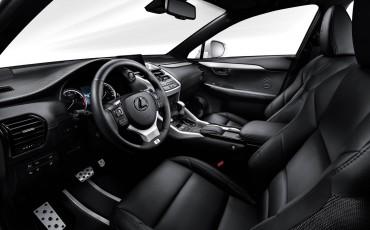 20140925-08-will_i_am-neemt-Lexus-NX-300h-F-Sport-Line-onder-handen