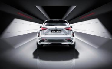 20140925-11-will_i_am-neemt-Lexus-NX-300h-F-Sport-Line-onder-handen