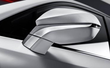 20140925-12-will_i_am-neemt-Lexus-NX-300h-F-Sport-Line-onder-handen