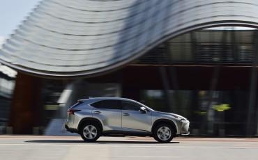 20140930-12-Lexus-NX-300h-game-changer-met-striking-design