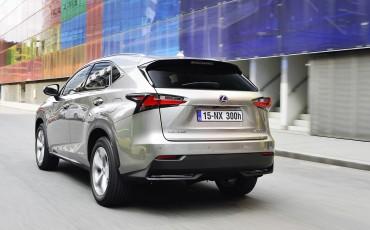 20140930-13-Lexus-NX-300h-game-changer-met-striking-design
