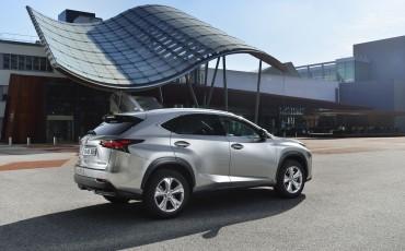 20140930-15-Lexus-NX-300h-game-changer-met-striking-design