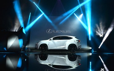 20142501-04-will-i-am-presenteert-sensationele-versie-eigen-Lexus-NX-op-party-tijdens-Paris-Fashion-Week