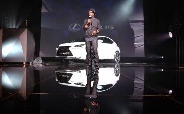 20142501-05-will-i-am-presenteert-sensationele-versie-eigen-Lexus-NX-op-party-tijdens-Paris-Fashion-Week