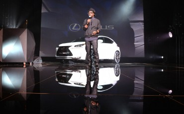 20142501-05-will-i-am-presenteert-sensationele-versie-eigen-Lexus-NX-op-party-tijdens-Paris-Fashion-Week[1]