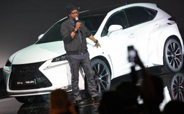 20142501-06-will-i-am-presenteert-sensationele-versie-eigen-Lexus-NX-op-party-tijdens-Paris-Fashion-Week