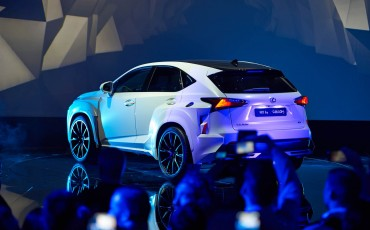 20142501-08-will-i-am-presenteert-sensationele-versie-eigen-Lexus-NX-op-party-tijdens-Paris-Fashion-Week