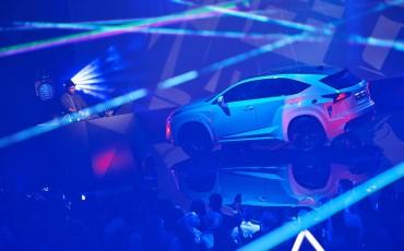 20142501-09-will-i-am-presenteert-sensationele-versie-eigen-Lexus-NX-op-party-tijdens-Paris-Fashion-Week