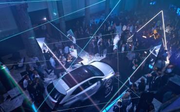 20142501-10-will-i-am-presenteert-sensationele-versie-eigen-Lexus-NX-op-party-tijdens-Paris-Fashion-Week