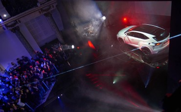 20142501-12-will-i-am-presenteert-sensationele-versie-eigen-Lexus-NX-op-party-tijdens-Paris-Fashion-Week