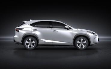 20150915-01-Striking-Lexus-NX-300h-prominent-op-Paris-Motor-Show