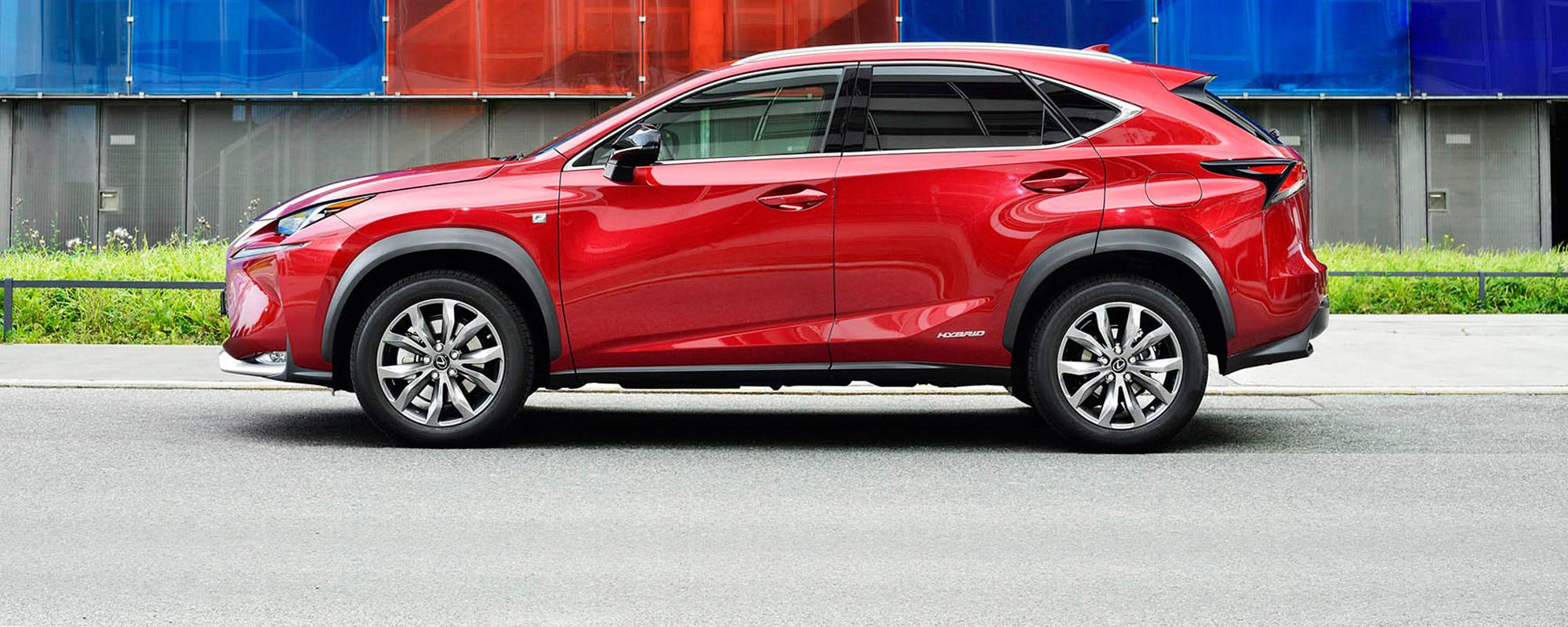 Lexus verscherpt aanbod CT 200[h], IS 300[h] en NX 300[h] ten opzichte van de concurrentie