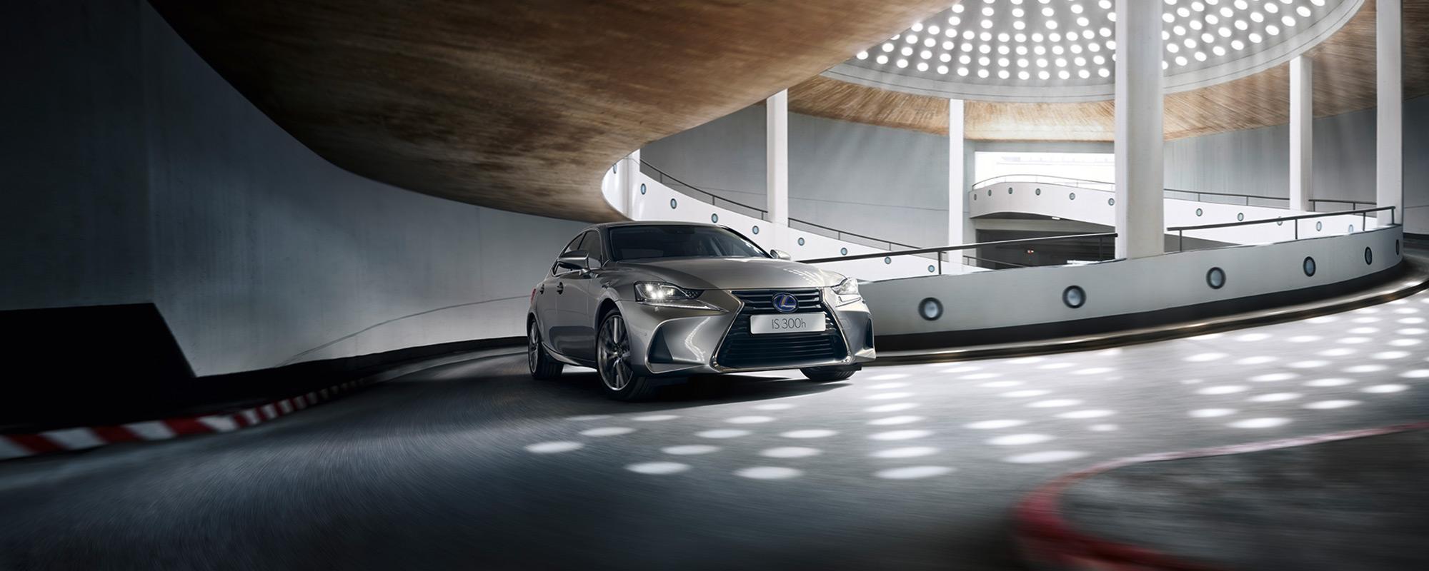 Nieuwe Lexus IS 300[h]: karakteristieke sportsedan vanaf 39.995 euro
