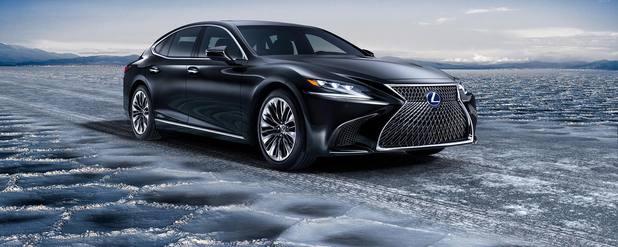 Lexus toont in Genève ultieme luxury én een pure raceauto