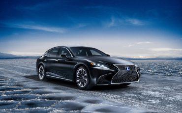 01-Lexus-toont-in-Geneve-ultieme-luxury-en-een-pure-raceauto-LS-500h