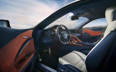05-Lexus-toont-in-Geneve-ultieme-luxury-en-een-pure-raceauto-LC-500h