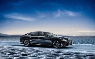 07-Lexus-toont-in-Geneve-ultieme-luxury-en-een-pure-raceauto-LS-500h