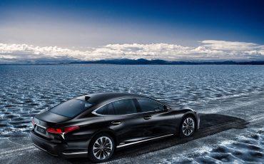 08-Lexus-toont-in-Geneve-ultieme-luxury-en-een-pure-raceauto-LS-500h