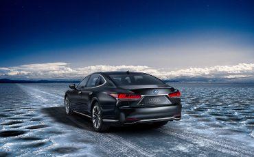 10-Lexus-toont-in-Geneve-ultieme-luxury-en-een-pure-raceauto-LS-500h