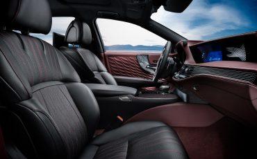 11-Lexus-toont-in-Geneve-ultieme-luxury-en-een-pure-raceauto-LS-500h