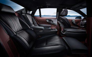 12-Lexus-toont-in-Geneve-ultieme-luxury-en-een-pure-raceauto-LS-500h