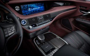 14-Lexus-toont-in-Geneve-ultieme-luxury-en-een-pure-raceauto-LS-500h