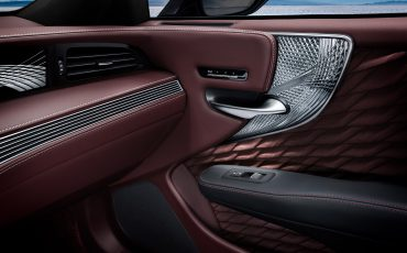 15-Lexus-toont-in-Geneve-ultieme-luxury-en-een-pure-raceauto-LS-500h