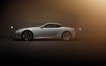 16-Lexus-toont-in-Geneve-ultieme-luxury-en-een-pure-raceauto-LC-500h