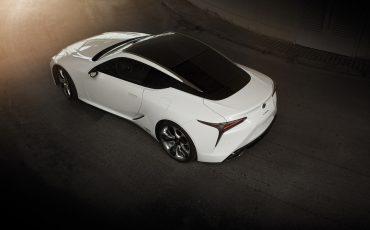 17-Lexus-toont-in-Geneve-ultieme-luxury-en-een-pure-raceauto-LC-500h