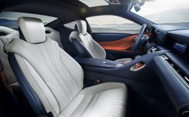 18-Lexus-toont-in-Geneve-ultieme-luxury-en-een-pure-raceauto-LC-500h