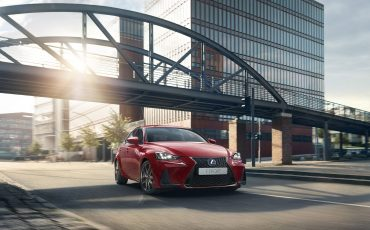 01-Lexus-IS-300h-F-Sport