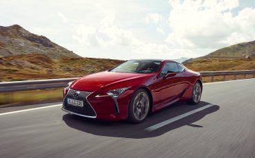 Lexus_LC500_dynamic_003