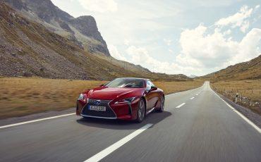Lexus_LC500_dynamic_007